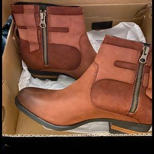 Brown boots price is firm